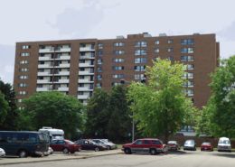 RobertsIII_Apartments-Building-Exterior-Highrise